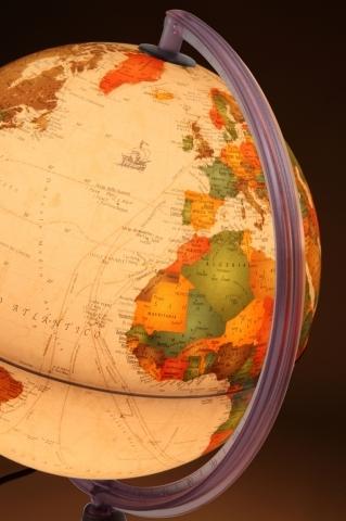 Glob geografic pamantesc iluminat Marco Polo 25 cm